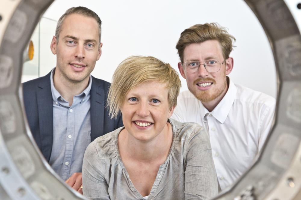 David Elmdahl, Linda Larsson och Martin Rembeck på GKN Aerospace Sweden. Foto: Jukka Lamminluoto