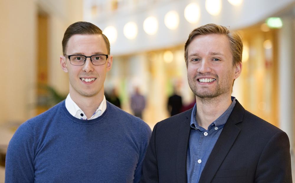 Daniel Björnlund, Information Security Officer och Andreas Berggren som arbetar med Assembler-utveckling på SEB. Foto: Gonzalo Irigoyen