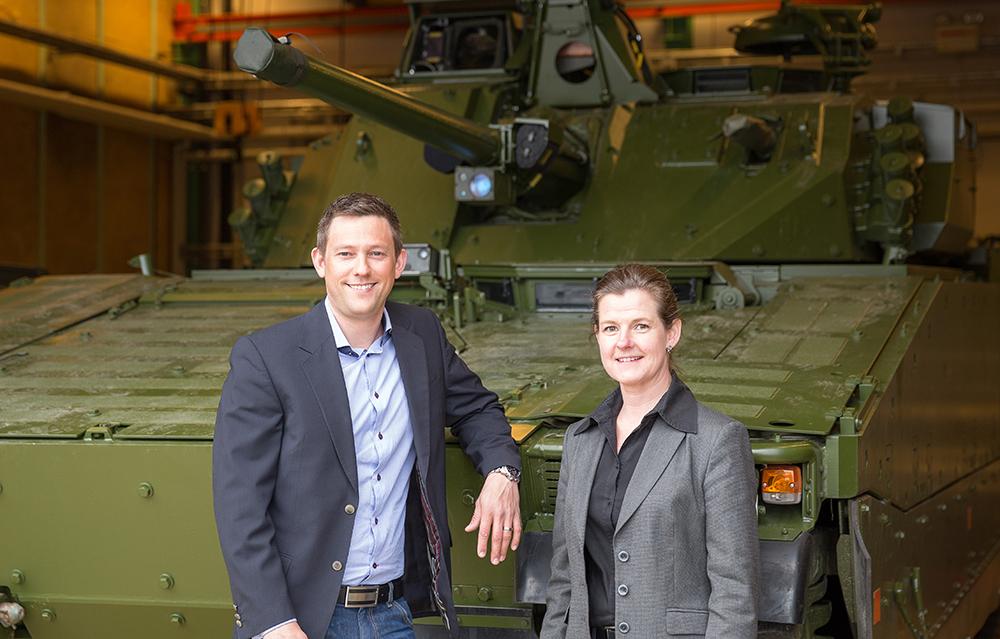 Anders Dahlberg och Carolina Norberg hos BAE Systems Hägglunds. Foto: Sander Taats