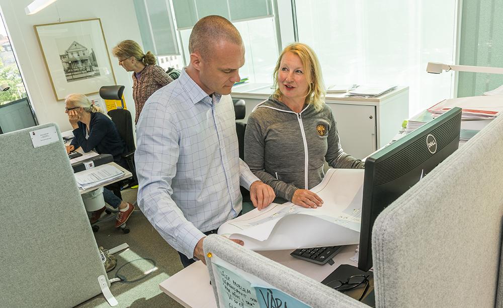 Daniel Andersson, chef för teknik och service och Camilla Lidgren, chef för Lundafastigheters projektavdelning. Foto: Jan Nordén
