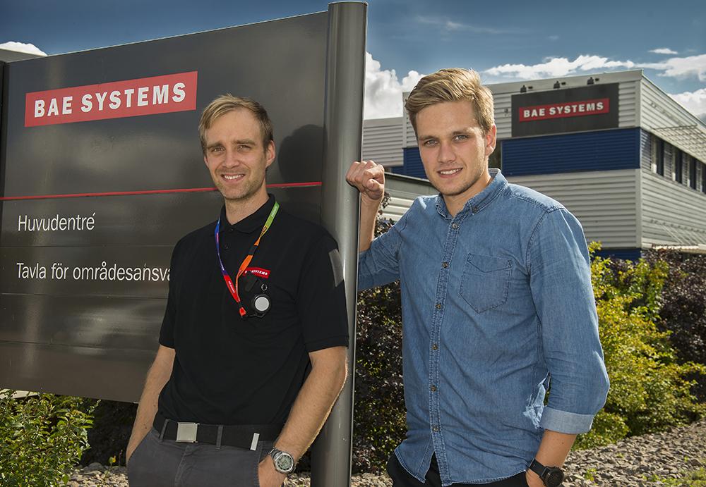 BAE har en mycket utmanande och lärorik miljö tycker ingenjörerna Petter Hidén och Jonas Tropp. Foto: Lasse Persson