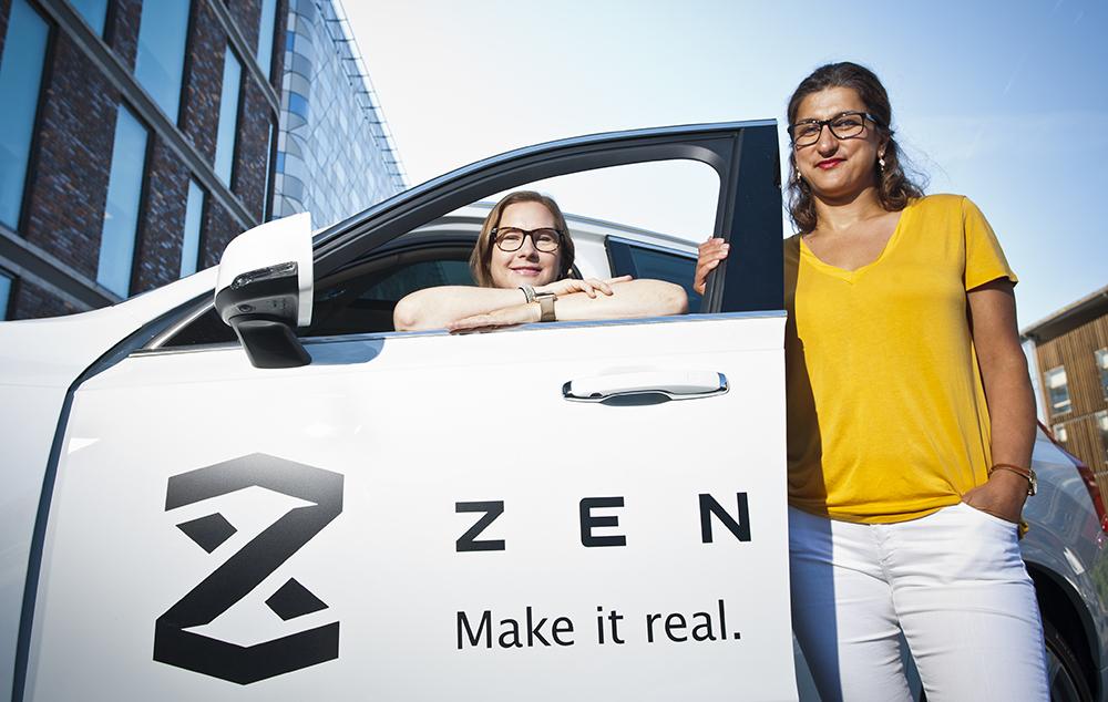 – Vi jobbar för att skapa en framtid som är grönare, mer hållbar och mer trafiksäker än vad generationerna före oss lyckats med. Shilan Demir (till höger) och Lena Westervall är två av cheferna på Zenuity i Göteborg. Foto: Patrik Bergenstav