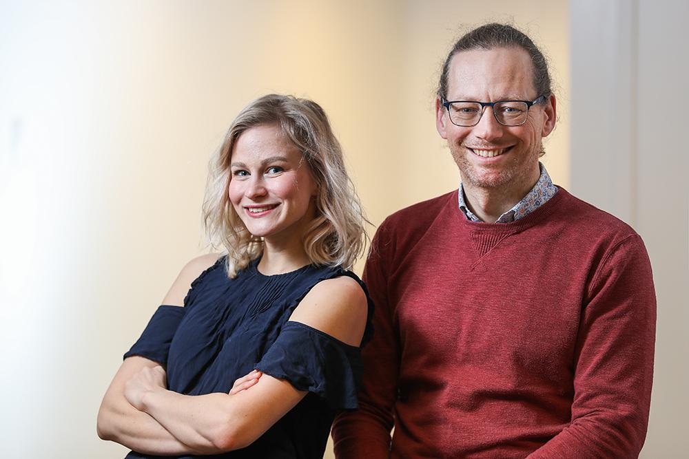 Amy Nylander och Carl Behrn på Transportstyrelsen. Foto: Richard Ström