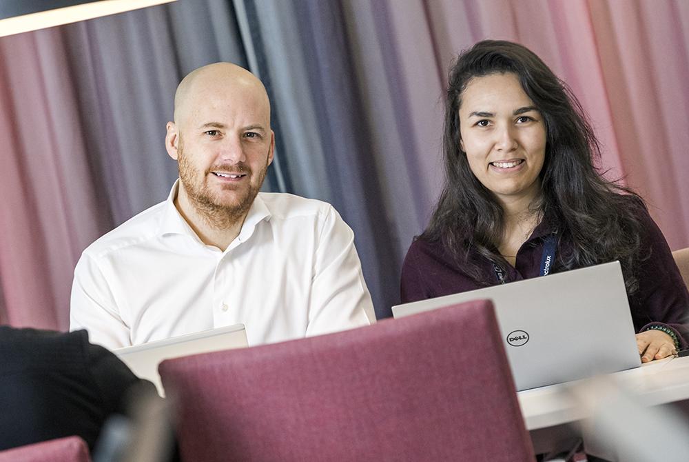 Anders Öhrling och Souha Hmissi på Electrolux. Foto: Gonzalo Irigoyen