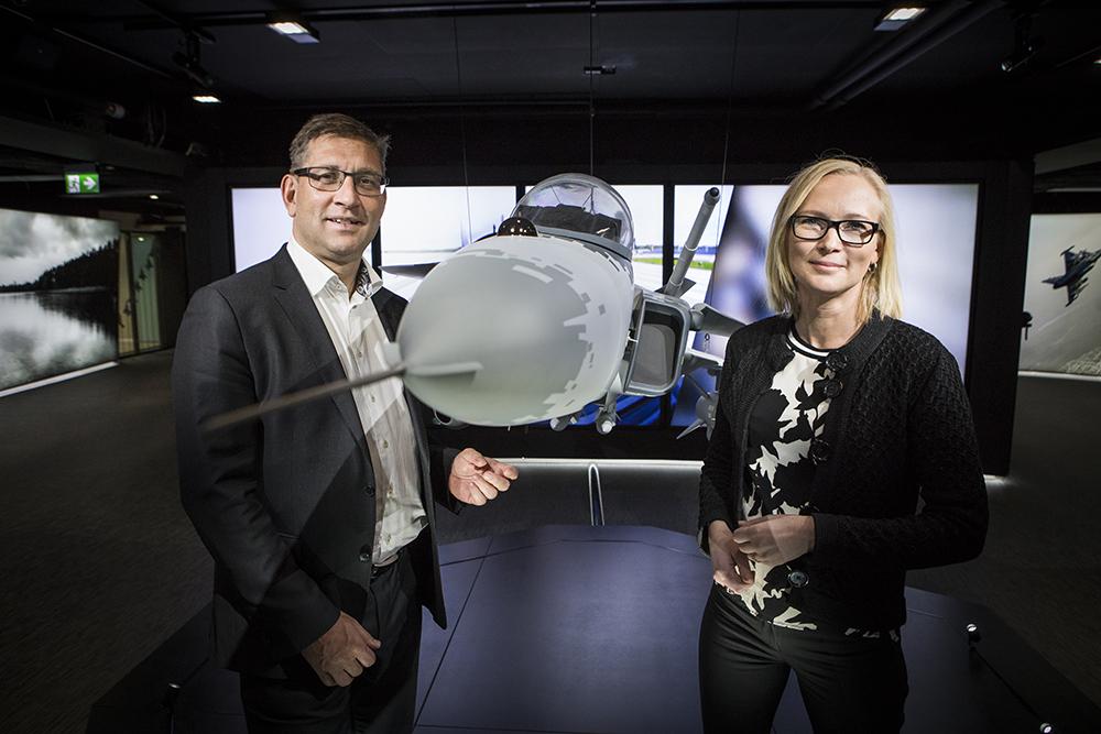 Mats Hultin, CIO och Ellen Grev, Head of Cyber Security på Saab. Foto: Johan Marklund