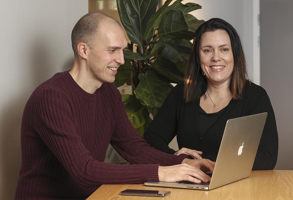 Mattias Lyrén, it-arkitekt och Maria Karlsson, systemutvecklare på Transportstyrelsen. Foto: Richard Ström