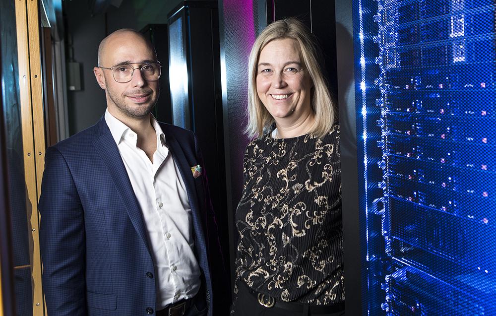 Daniel Fäldt och Jenny Hållmats från Saabs affärsenhet Cyber Security. Foto: Johan Marklund