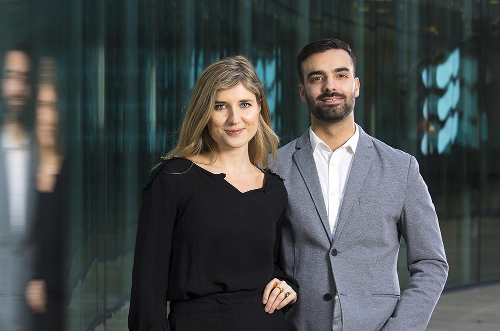 Fanny Tapper, IT-trainee och Haris Koljic, rådgivare till ledningsgruppen inom IT Cloud Services på Ericsson. Foto: Johan Marklund
