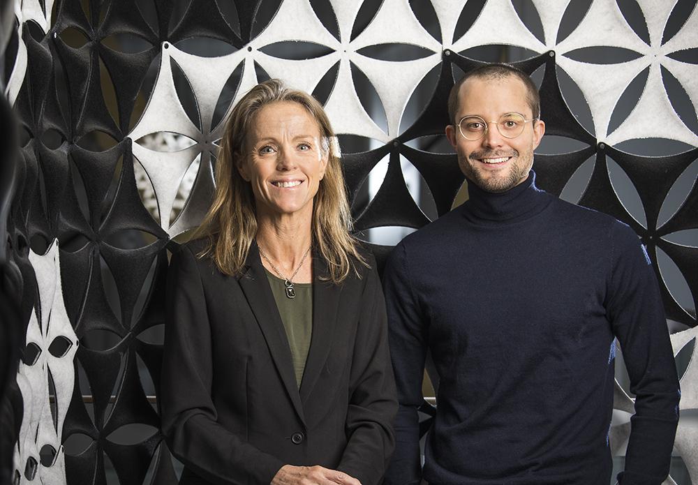 Tina Stödberg, avdelningschef för IT-utveckling och Victor Larsen, Change Manager på Svenska kraftnät. Foto: Johan Marklund